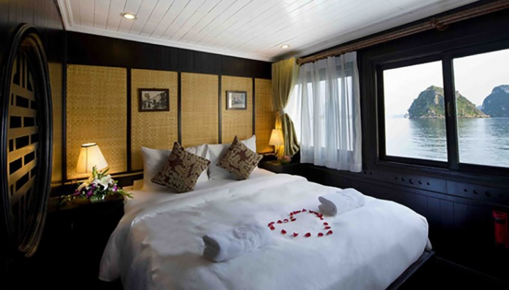 a bedroom about the Bhaya Cruise Private Junk yacht