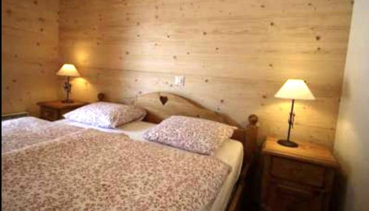 glacier hotel bedroom
