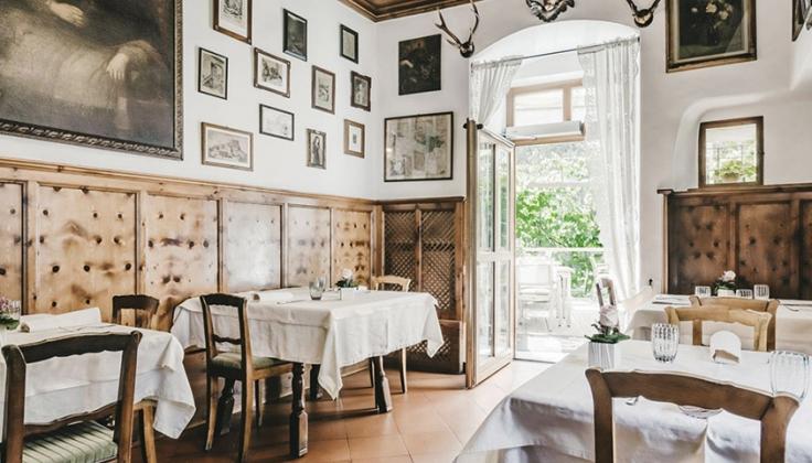 Hotel Goldener Adler dining area