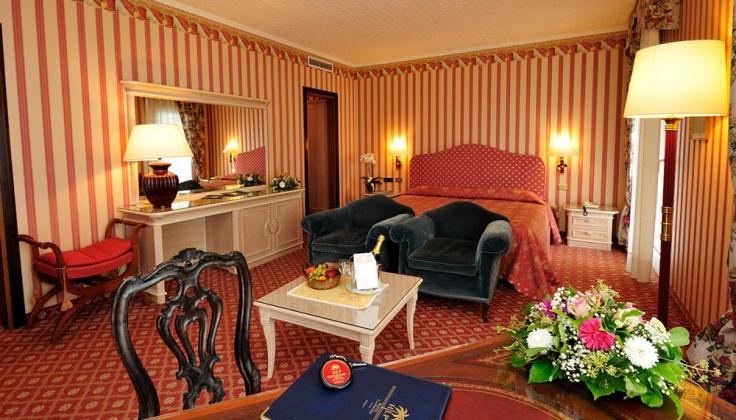 hotel la palma bedroom