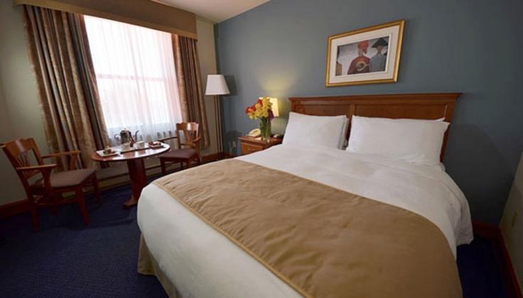 Hotel Tadoussac Bedroom