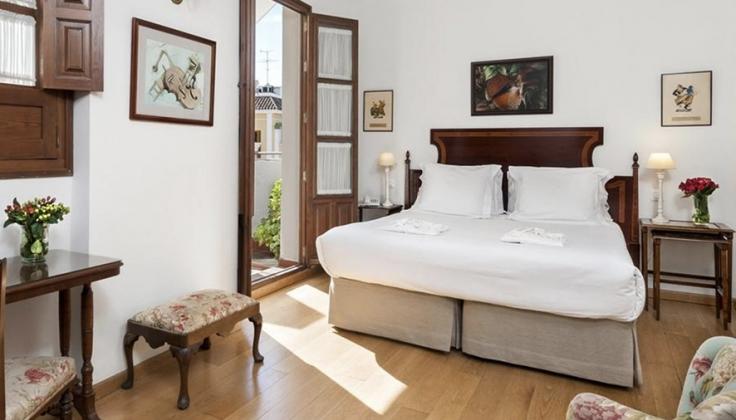 Hotel Amadeus bedroom