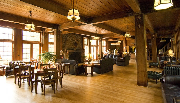 Lake Quinault Lodge lounge area