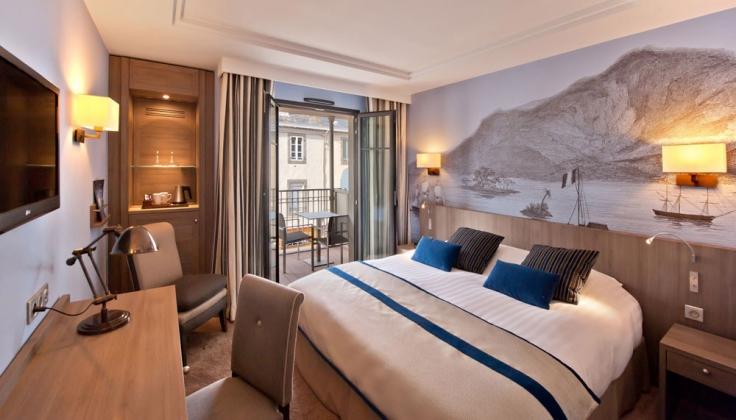 Le Nouveau Monde Hotel Bedroom