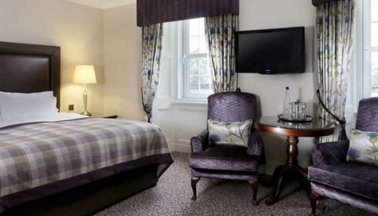 MacDonald Forest Hills Hotel bedroom