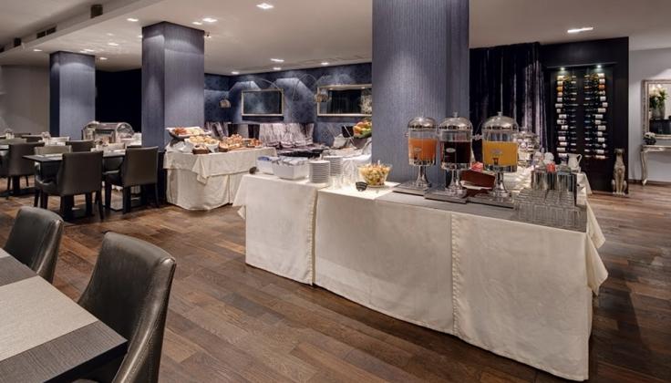 Mamaison Andrassy Hotel dining area
