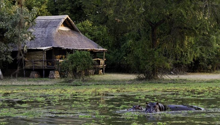Mfuwe Lodge outside