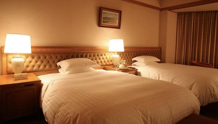 Nara Hotel bedroom