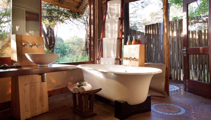 Rhino Post Safari Lodge bathtub