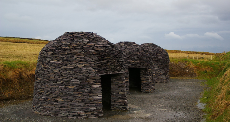 Clocháns on Dingle Way: An Irish Tradition