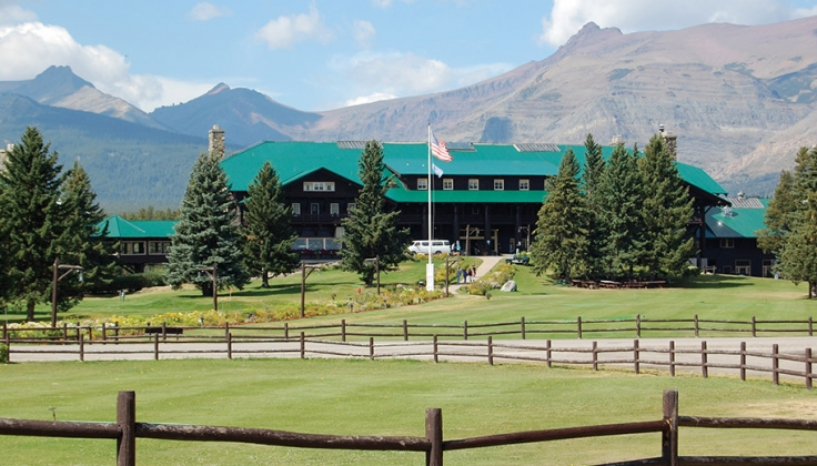 looking across the lawn to the exterior of Glacier Park Lodge
