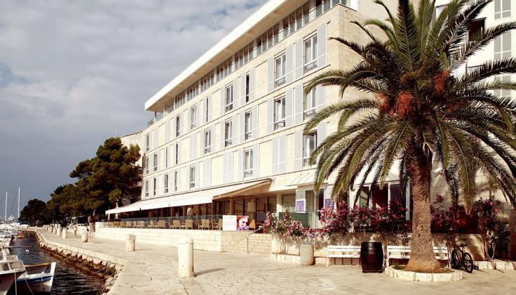 hotel adriana exterior