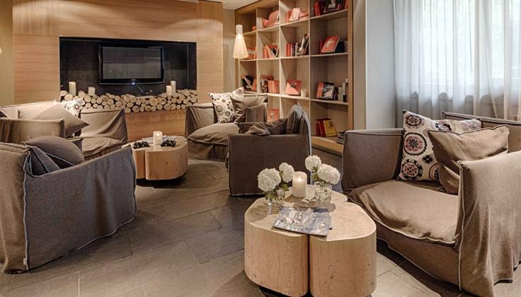Hotel Le Morgane lounge area