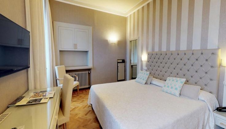 hotel metropole room