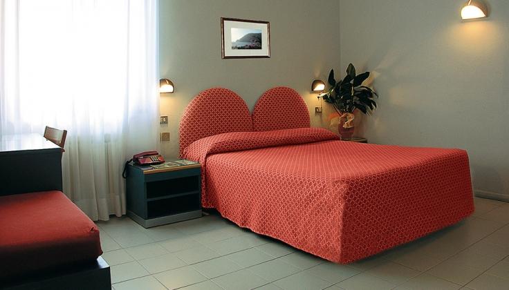 hotel palme bedroom