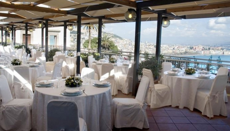 hotel paradiso dining area