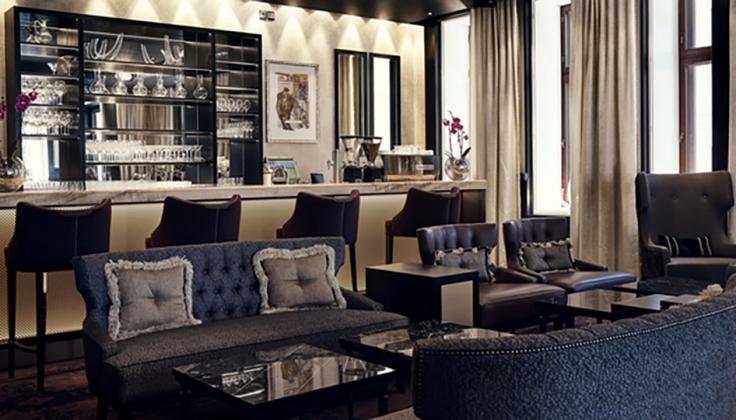 hotel kamp bar and lounge area