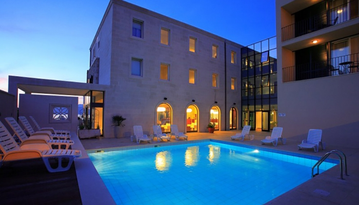 hotel lipa pool
