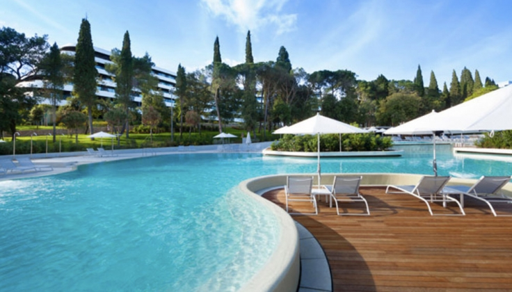 Hotel Lone outdoor pool