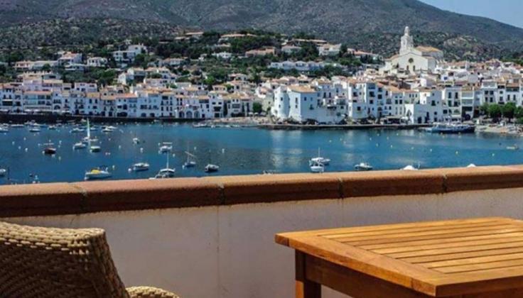 Hotel Playa Sol Cadaques outdoor patio overlooking marina