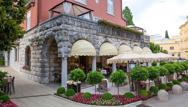 Hotel Sveti Jakov exterior dining area