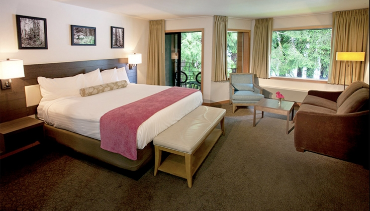 Lake Quinault Lodge bedroom