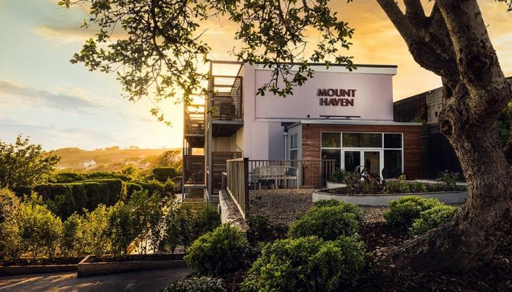 mount haven hotel exterior