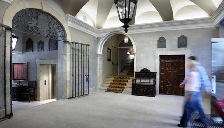 palacio guendulain lobby