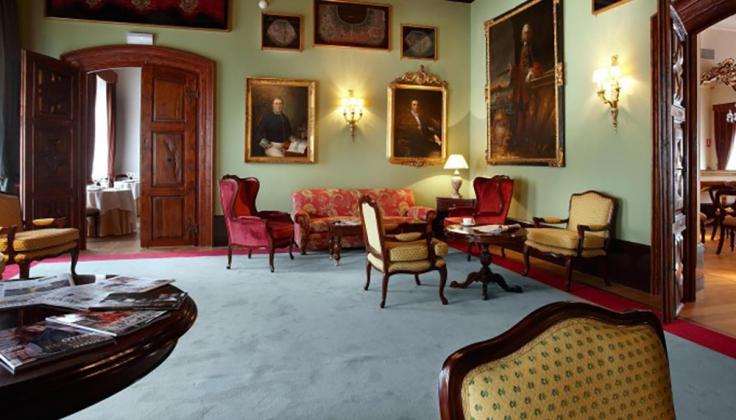 palacio guendulain lounge