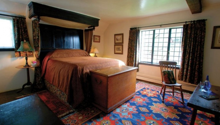 Pelican Inn bedroom