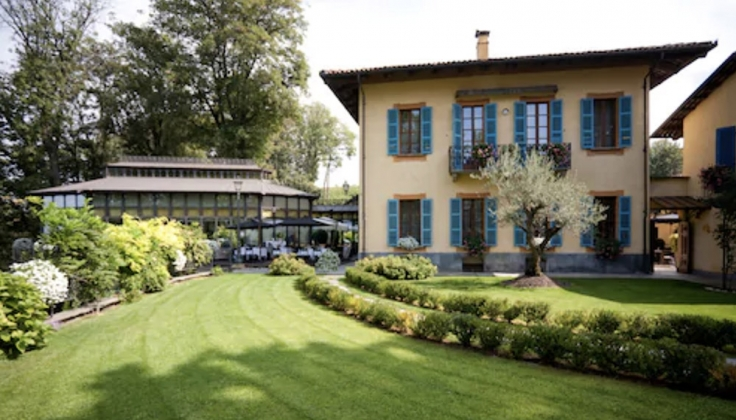 Villa Beccaris Hotel exterior and lawn