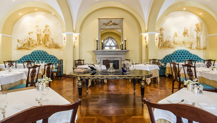 vintage house hotel dining