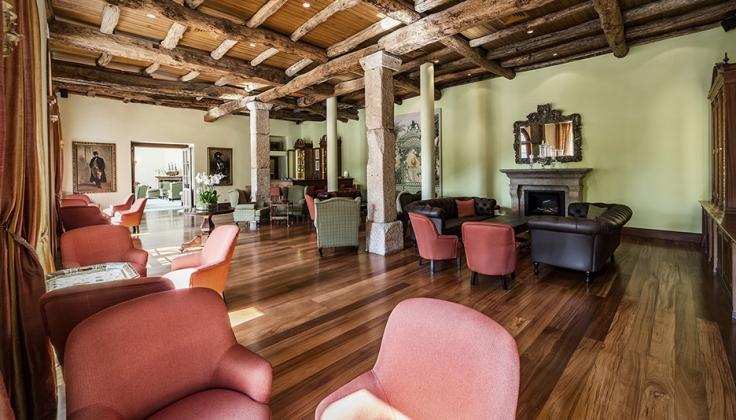 vintage house hotel lounge